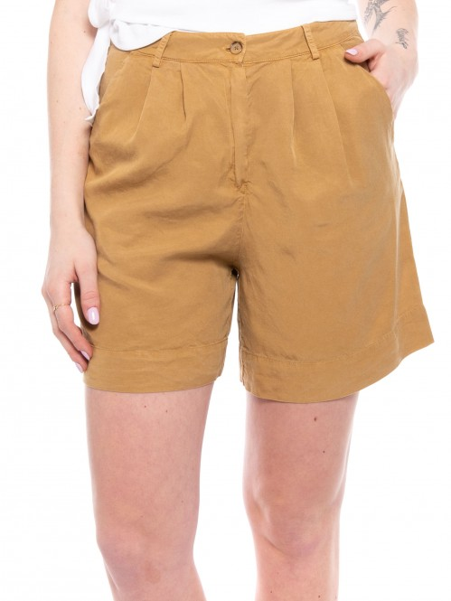 Gismaara shorts lark